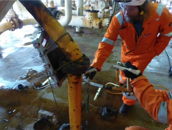 Offshore inspection of pipes using portable DDA in conjunction with an isotope source
